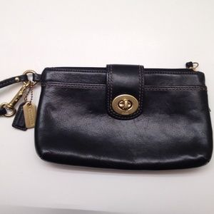 COACH VINTAGE LARGE LEATHER TURNLOCK WRISTLET